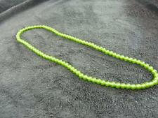 Vintage green glass beads necklace in excellent condition