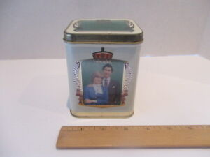 """1981 PRINCE CHARLES & LADY DIANA ROYAL WEDDING TIN"" COLLECTIBLE Vintage"