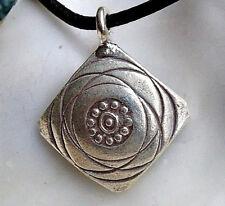 Klein Silber Anhänger Verspielt Floral Raute gebogen 2,5 cm Amulett Linien Kreis