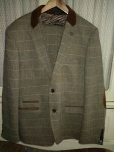 Mark Darcy London 3piece Men's suit. Worn once. Excellent condition.Size XXL