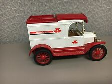 Massey Ferguson 1913 Ford Model T VAN  Bank ERTL