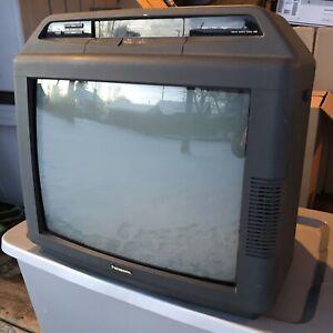 "Retro Gaming Panasonic PV-M2021 20"" CRT TV w/ Remote (VCR Not Working)"