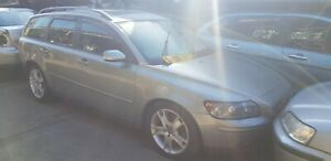VOLVO V50 BREAKING HEADLIGHT 2006 COMPLETE CAR ALL PARTS AVAILABLE