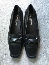 Russell & Bromley Negro Cuero suelas de goma de tacón pequeño realmente Talla 40 EUR