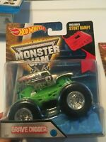 New 2016 Hot wheels Monster jam Silver Grave Digger With Ramp