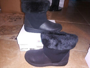 NEW $120 Womens Clarks Cloudstoppers Cabrini Reef Boots, size 8           shoes