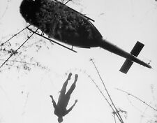 """Dead U.S. Soldier being raised to Helicopter 8""""x10"""" Vietnam War Photo Picture 42"""
