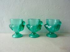3 coquetiers en verre vert, forme poule, France, années 60-70, le vieux pané