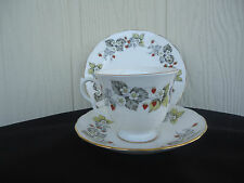 vintage royal vale trio cup saucer plate g 76 s strawberry