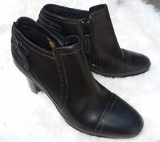 Clarks Artisan Collection Black Booties Leather Side Zipper Adjustable Size 6M