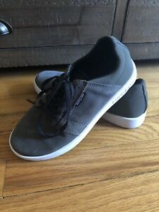 SUPRA Gray Suede Low Skate Shoe Youth Size 5/Euro 37.5