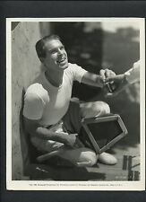FRED MacMURRAY SMOKES A CIGARETTE ON THE TENNIS COURT - 1935 DBLWT IN EXCEL. CON