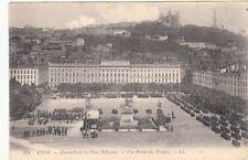 Carte postale ancienne LYON 378 LL place bellecour revue des troupes timbré 1908