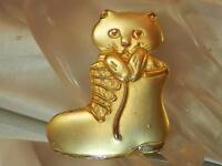 Repousse Kitty Cat in a Boot Vintage 80's Gold Tone Brooch Sweet  304o6