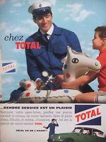 PUBLICITÉ DE PRESSE 1962 CHEZ TOTAL RENDRE SERVICE EST UN PLAISIR - ADVERTISING