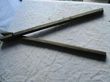 grande pince en bois a linge pour lessiveuse ancienne.