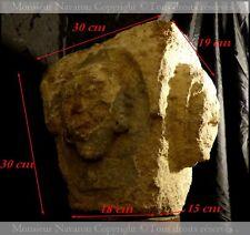 Chapiteau Roman du XIIe siècle Sculpté de Têtes Humaines sur 2 Cotés Templiers