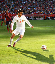 Gerard Pique UNSIGNED photo - H2629 - Spanish professional footballer