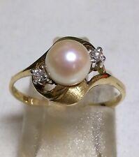 Ring aus Gelbgold 585 mit zauberhaft rosarot lüstrierender Perle und 2 Diamanten