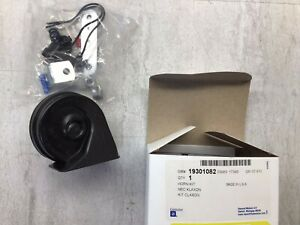 2007-2014 Chevrolet GMC SUV OEM Low Note Horn Assembly GM 19301082