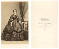 F. D'Alessandri, Une femme prend la pose CDV vintage albumen carte de visit