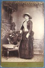 Victorian era cabinet card photo of lady in hat with purse from Waco, Texas