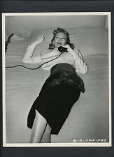 EVELYN KEYES ON SET BETWEEN TAKES CANDID BY JOE WALTERS - 1948 DBLWT IN VG++ CON