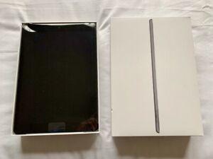 Apple iPad 7th Gen. 128GB, Wi-Fi, 10.2 in - Space Grey - with slim case
