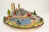 Diorama Spur N Baggersee mit vielen Figuren Fahrzeugen etc fertig aufgebaut