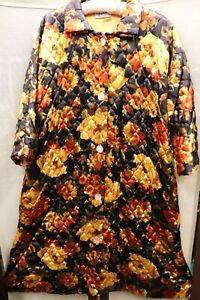 Vintage Floral Housecoat Quilted Robe MOD Gogo Orange Yellow Green 60s/70's
