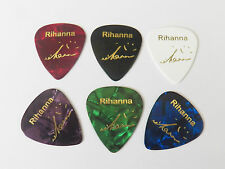 RIHANNA firma estampado oro Impreso Plectrum Guitar Picks Conjunto de 6 Med 0.71mm