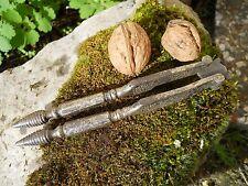 Ancien casse noix noisette en acier manche à facettes et haut décoré époque XIX