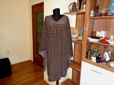 ST.EMILE BROWN SILK HOUNDSTOOTH PRINT ELEGANT DRESS WITH BACK ATTACHED CLOAK-14