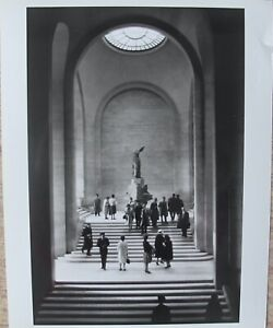 ORIGINAL 1963 ALFRED EISENSTAEDT PHOTO LIFE MAGAZINE WINGED VICTORY LOUVRE PARIS