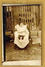 Carte Photo vintage card RPPC bébé assis sur une chaise mode fashion ph04