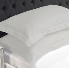 Draps-housses blanches contemporains pour le lit Chambre