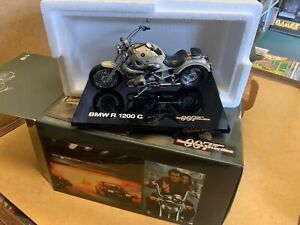 MINICHAMPS Boxed JAMES BOND BMW R 1200 C Motorcycle 1/18 TOMORROW NEVER DIES '97
