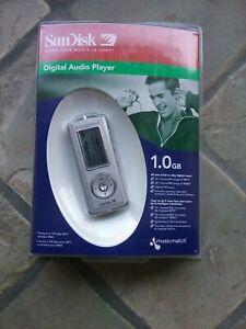 Sandisk Digital Audio Player 1 GB (Silver) NEW MP3 FM Tuner