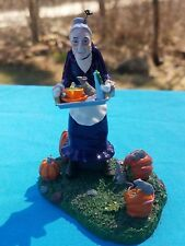 DEPT 56 HALLOWEEN A GRAVELY HAUNTING  -55240 MINT RETIRED IN 2004 Maide old lady