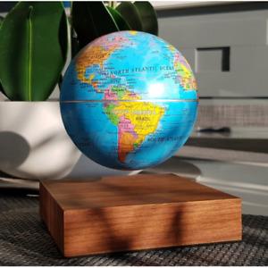 Globe en lévitation sur base bois WOODBASE