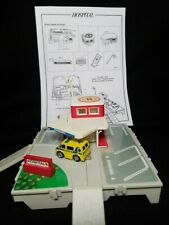MICRO MACHINES TRAVEL CITY HOSPITAL PLAYSET GALOOB 1987 Complete with ambulance