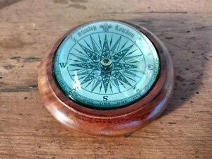 Belle boussole de bureau rose des vent bois et verre dome  diametre 10cm stanley
