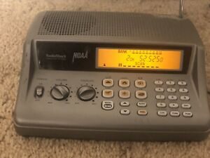 Radio Shack Pro-405 20-405 Desktop Scanner NOAA w/ FM radio Police Weather &more