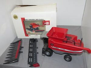 Massey Ferguson MF 9895 Toy Combine 1/24 Scale Models NIB 2006 Farm Progress