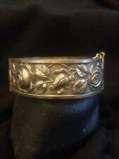 Bracelet Vintage/Ancien Métal Argenté Embouti -Style Romantique Au Décor De Rose