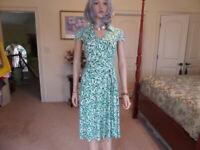 Tahari Light Green/White Print V Neck Sheath Dress Size 2