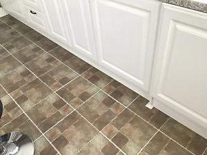 BATHROOM / KITCHEN SELF-ADHESIVE VINYL FLOOR TILES: BROWN CUT STONE