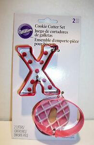 Wilton's Hugs & Kisses  Metal Cookie Cutters 2 Piece Set- Mother's Day- NEW!