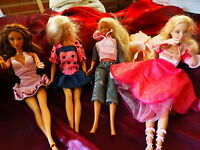 lot 4  belles barbies bien habillées ,danseuse articulée et chaussée