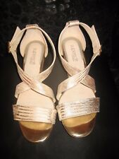 Diana Ferrari Supersoft NWOT Beautiful Gold Patterned Leather Shoes Size 7C